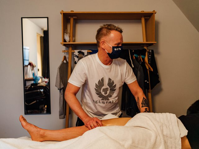 descanso ciclismo masaje