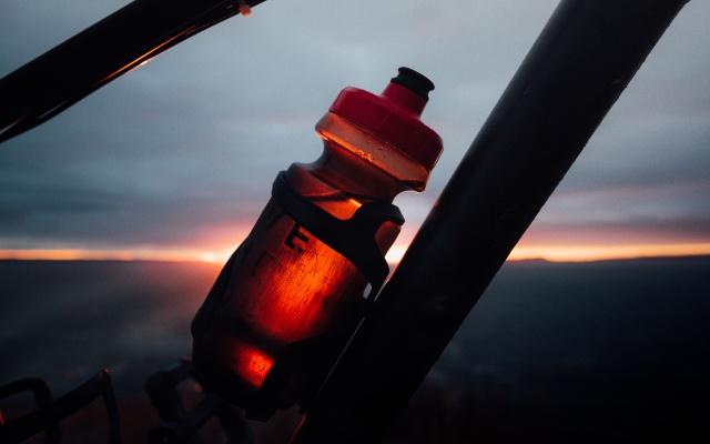 electrolitos ciclismo bebida isotónica