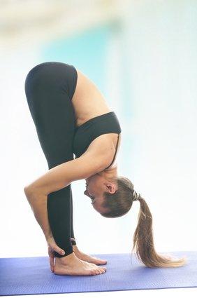 Uttanasana (Flexión de tronco de Pie)