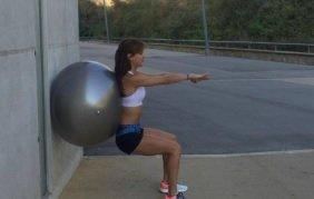 squat againt fitball