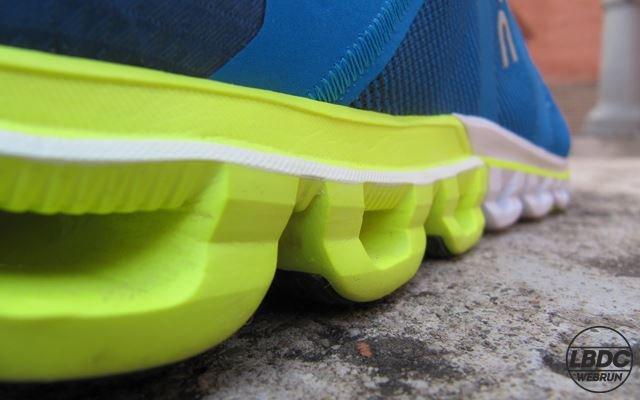 review Análisis de On CloudFlow, una zapatilla muy ligera para corredores y corredoras de pisada neutra. Cloudflow sorprendió al erigirse en ganadora del premio ISPO 2017 en la categoría de mejor zapatilla de Running