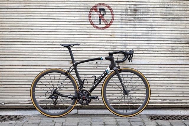 bicicleta eddy merckx equipo profesional ag2r