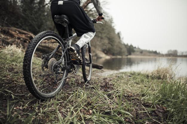 ciclista globero y ciclista pro