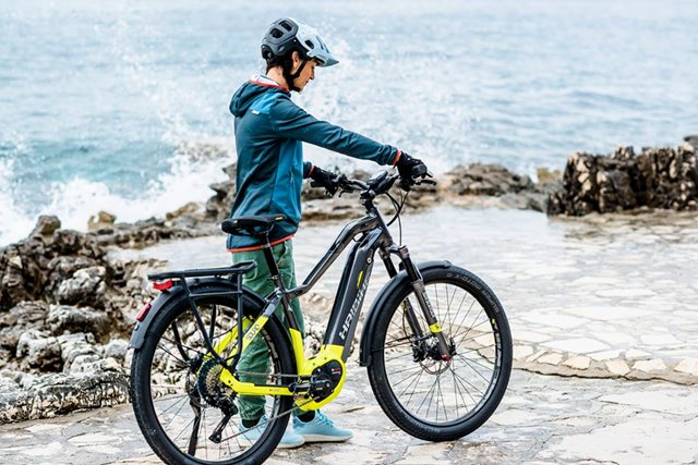 "electric bicycle ride ""width ="" 640 ""height ="" 427 ""srcset ="" https://www.sport.es/labolsadelcorredor/wp-content/uploads/2019/06/bicicleta-electrica-paseo.jpg 640w, https : //www.sport.es/labolsadelcorredor/wp-content/uploads/2019/06/bicicleta-electrica-paseo-630x420.jpg 630w ""sizes ="" (max-width: 640px) 100vw, 640px"