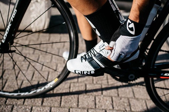 "road cycling shoes ""width ="" 640 ""height ="" 427 ""srcset ="" https://www.sport.es/labolsadelcorredor/wp-content/uploads/2019/06/zapatillas-ciclismo-carretera.jpg 640w, https : //www.sport.es/labolsadelcorredor/wp-content/uploads/2019/06/zapatillas-ciclismo-carretera-630x420.jpg 630w ""sizes ="" (max-width: 640px) 100vw, 640px"