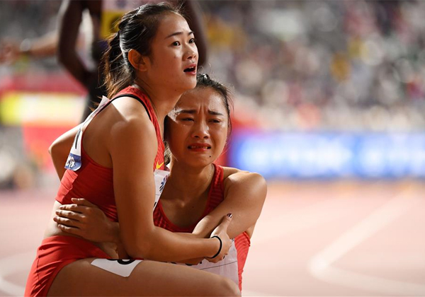 The Chinese, affected after missing their relay / AFP
