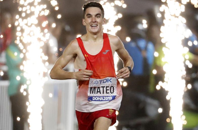 Dani Mateo entra sonriendo a meta en Doha / EFE
