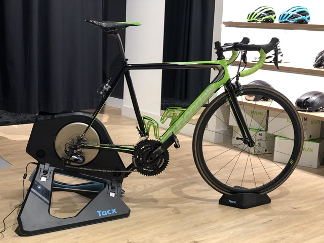 "tacx neo 2 t zwift compatible bike roller cycling ""width ="" 640 ""height ="" 480 ""srcset ="" https://www.sport.es/labolsadelcorredor/wp-content/uploads/2019/10/tacx-neo-2 -t-zwift-compatible-bicycle-roller-cycling.jpeg 640w, https://www.sport.es/labolsadelcorredor/wp-content/uploads/2019/10/tacx-neo-2-t-zwift-compatible- bicycle-roller-cycling-560x420.jpeg 560w, https://www.sport.es/labolsadelcorredor/wp-content/uploads/2019/10/tacx-neo-2-t-zwift-compatible-bicycle-rodillo-cycling -80x60.jpeg 80w, https://www.sport.es/labolsadelcorredor/wp-content/uploads/2019/10/tacx-neo-2-t-zwift-compatible-bicycle-rodillo-cycling-100x75.jpeg 100w , https://www.sport.es/labolsadelcorredor/wp-content/uploads/2019/10/tacx-neo-2-t-zwift-compatible-bicycle-rodillo-cicismo-180x135.jpeg 180w, https: // www.sport.es/labolsadelcorredor/wp-content/uploads/2019/10/tacx-neo-2-t-zwift-compatible-bicycle-rodillo-cicismo-238x178.jpeg 238w ""sizes ="" (max-width: 640px ) 100vw, 640px"