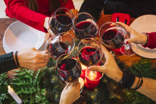 "drink alcohol christmas cycling ""width ="" 640 ""height ="" 427 ""srcset ="" https://www.sport.es/labolsadelcorredor/wp-content/uploads/2019/12/alcohol.jpg 640w, https: // www .sport.es / labolsadelcorredor / wp-content / uploads / 2019/12 / alcohol-630x420.jpg 630w ""sizes ="" (max-width: 640px) 100vw, 640px"
