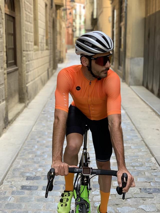 "maillot gobik Attitude ""width ="" 640 ""height ="" 853 ""srcset ="" https://www.sport.es/labolsadelcorredor/wp-content/uploads/2020/05/maillot-gobik.jpg 640w, https: // www.sport.es/labolsadelcorredor/wp-content/uploads/2020/05/maillot-gobik-315x420.jpg 315w ""sizes ="" (max-width: 640px) 100vw, 640px"