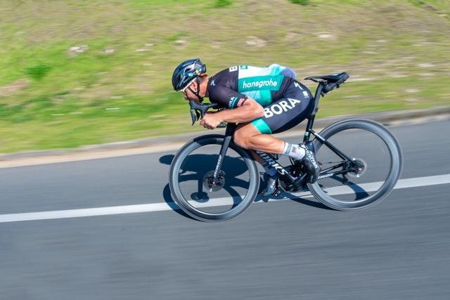 "aero bikes vs climbers ""width ="" 640 ""height ="" 427 ""srcset ="" https://www.sport.es/labolsadelcorridor/wp-content/uploads/2020/06/bicicletas-aero.jpg 640w, https: / /www.sport.es/labolsadelcorridor/wp-content/uploads/2020/06/bicicletas-aero-630x420.jpg 630w ""sizes ="" (max-width: 640px) 100vw, 640px"