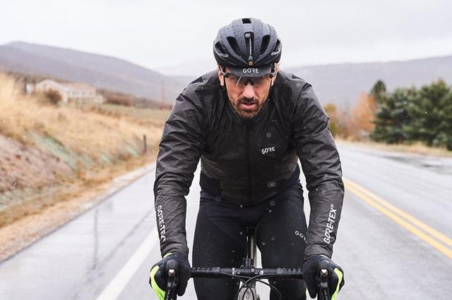 raincoat or windbreaker for cycling