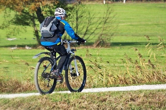 """tips for cycling beginners """"width ="""" 640 """"height ="""" 423 """"srcset ="""" https://www.sport.es/labolsadelcorredor/wp-content/uploads/2020/07/consejos-para-principiantes-ciclismo.jpg 640w , https://www.sport.es/labolsadelcorredor/wp-content/uploads/2020/07/consejos-para-principiantes-ciclismo-635x420.jpg 635w """"sizes ="""" (max-width: 640px) 100vw, 640px"""