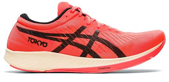 "asics shoes with carbon fiber plate ""width ="" 550 ""height ="" 267"