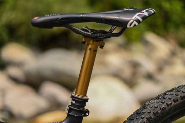 Telescopic seatpost that is cycling