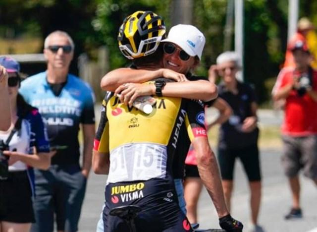 abrazos ciclismo uci