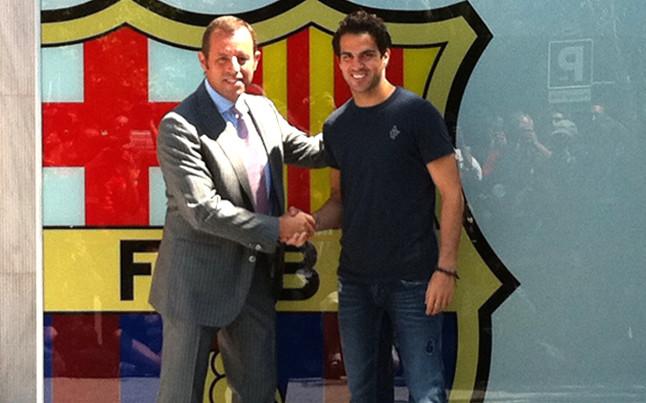 Cesc posó como nuevo jugador del Barça junto a Rosell | @mikisoria