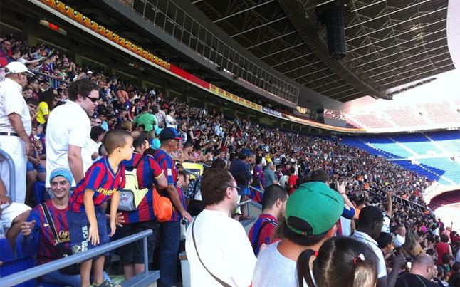 El Camp Nou empieza a engalanarse para recibir a Cesc | @rogersaperas